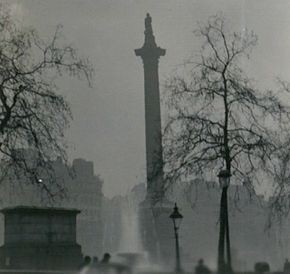 Affichage aggrandi: La colonne de Nelson durant le grand smog de Londres en 1952 (source: https://fr.wikipedia.org/wiki/Grand_smog_de_Londres)
